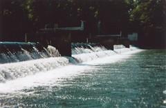 Retaining dam (samsa_joe) Tags: aare kodakgold200 holga135