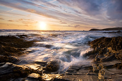 Pushing Water Uphill (jasontheaker) Tags: ocean sunset sea summer cornwall waves august atlantic rush holliday 2009 turbulence choppy constantinebay treyarnonbay jasontheaker trevosehead