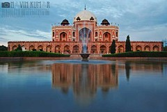 The Mughlai Retreat, Sultan Humayun's Tomb, New Delhi, INDIA (www.retinacharmer.com) Tags: sky india reflection fountain evening pond nikon shrine delhi tomb babar akbar dynasty emperor shahjahan humayun mughal shahr jahangir d40x