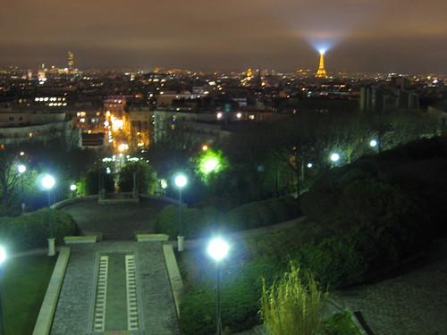 l'oeil d'Eiffel est sur nous!