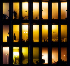 Shades of incandescent (96dpi) Tags: windows berlin architecture facade lights interior fenster platz potsdamer innen potsdamerplatz halogen architektur offices lichter fassade 24105 kunstlicht leipziger bros ef24105f4lisusm