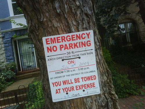 New style of Emergency No Parking sign in DC