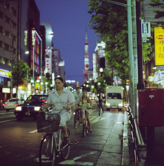 Night Street - Roppongi (cocoip) Tags: street film bicycle sign japan night mediumformat tokyo neon kodak  tokyotower roppongi       portra800  planar80mm hasselblad503cw  gtx970 800