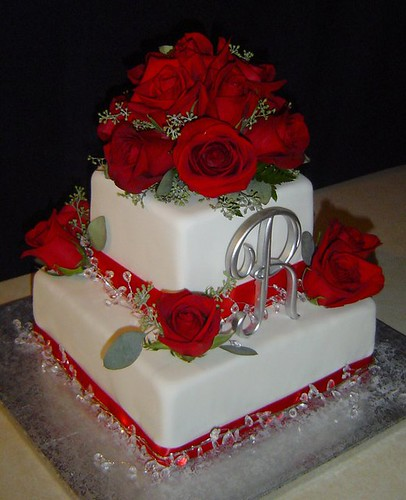 pictures of wedding cakes with bling. Red Roses amp; Bling Wedding Cake