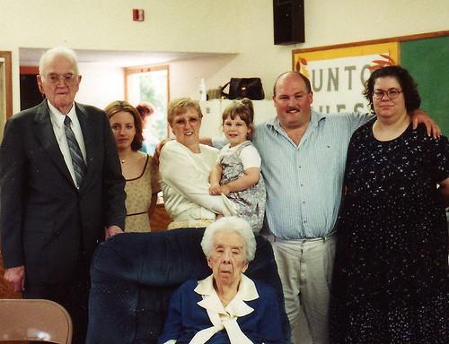 Grandpa, DD, Me, Granddaughter, DS1, DIL1 and Grandma