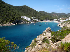 Cala Llonga (mcgin's dad) Tags: friends spain ibiza balearics calallonga canondigitalixus70 platinumheartaward flickrestrellas