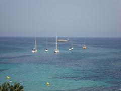 (mikulska_barbara) Tags: plaza spain playa ibiza woda hiszpania jacht wyspa figurettas