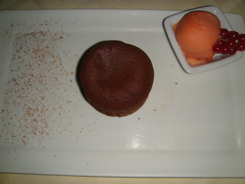 Moelleux de Chocolate caliente con sorbete de fruta de la pasión
