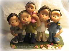 Lorena's family (marytempesta) Tags: family polymerclay caricatures caketoppers weddingcaketoppers