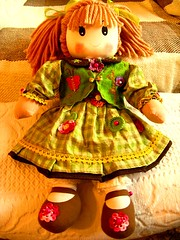 Boneca (Depois)  - Doll (after) (Oh!.. So cute!) Tags: children doll handmade artesanato craft felt embellishment boneca reciclagem panos ragdoll wonders reciclar chil feltros hadicraft