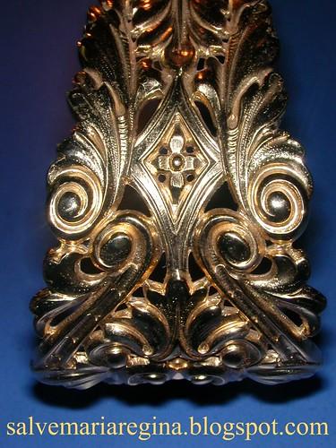 Corona de Nuestra Señora de la Victoria (detalle imperiales)