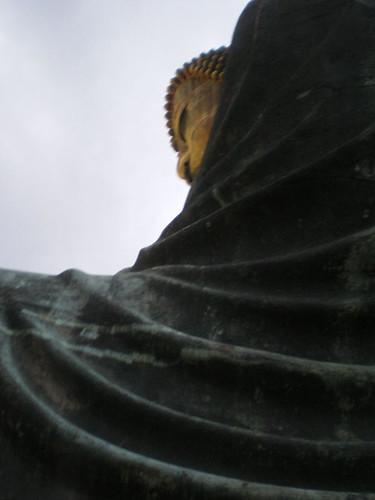Gran Buda de Kamakura, superviviente de tsunamis, con perspectiva a lo Street Fighter
