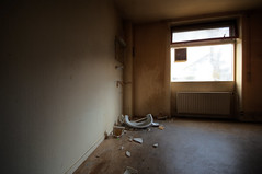 Goodnight Elizabeth ((Erik)) Tags: abandoned urbandecay urbanexploration hdr psychiatrichospital mentalhospital urbex smokingroom 4xp jewishpsychiatrichospital sinaicentrum psychiatricpatientsdosmokealot goodnightelizabeth