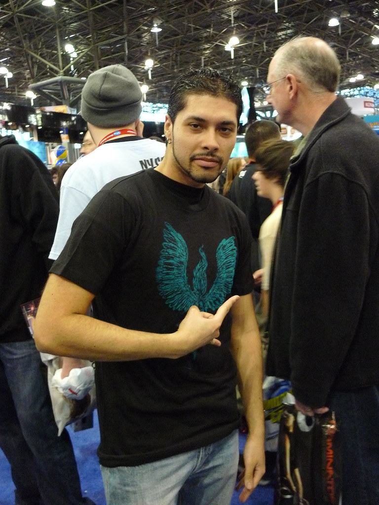 TenBills.com Fan does Rock star pose in Exclusive NY COMIC COn 2009 t-shirt