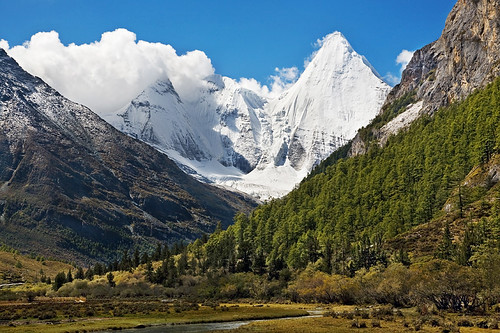 央迈勇神山(文殊菩萨)(5958m)(Kamiyama Yangmaiyong,Sichuan,China)