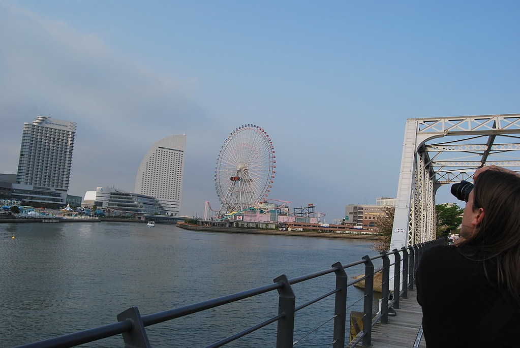 Sirius fotografiando el Minato Mirai 21