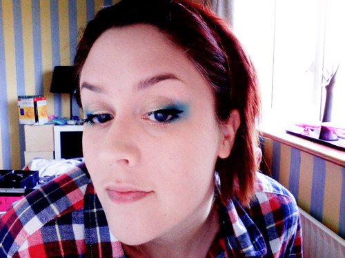 I love bright & bold eye make-up, so this aqua look is perfect.