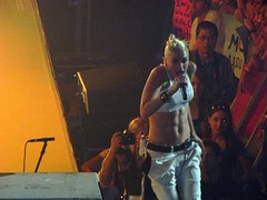 Incredible Abs - Gwen Stefani (jelee_unleashed) Tags: vancouver gm nodoubt gmplace gwenstefani placeconcertmusic