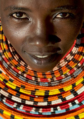 Samburu girl with beaded ruff - Kenya (Eric Lafforgue) Tags: africa portrait people face beads kenya culture tribal human tribes bead afrika tradition tribe ethnic tribo gens visage afrique ethnology tribu eastafrica 1710 beadednecklace qunia lafforgue ethnie  qunia    beadsnecklace kea    humainpersonne a