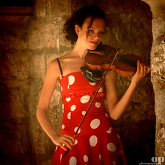 Playing for Tips - Dubrovnik, City Walls , Croatia (Osvaldo_Zoom) Tags: red summer portrait music girl beauty nikon play croatia www icon grace player violin tips citywalls com dubrovnik violinist ragusa osvaldo dalmazia d80 specialpicture bestportraitsaoi dubrovnikoldtownwall emailthispagetoafriend