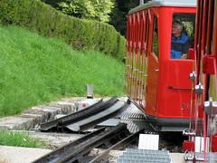 Triebwagen Bhe 1/2 21 der Pilatusbahn PB ( Zahnradbahn System Eduard Locher => 800mm => Ausgeliefert als Che 1/2 21 => Baujahr 1937 => Hersteller SLM Nr. 3620 ) im Kanton Obwalden der Schweiz (chrchr_75) Tags: mountains alps train de tren schweiz switzerland suisse swiss eisenbahn railway zug berge pilatus locomotive cogwheel alpen christoph svizzera zahnrad chemin centralstation fer locomotora tog crmaillre juna lokomotive lok ferrovia bergbahn cremallera spoorweg suissa zahnradbahn locomotiva lokomotiv ferroviaria  locomotief innerschweiz chrigu  0908 rautatie zentralschweiz  mountaintrain zoug trainen  chrchr hurni chrchr75 chriguhurni hurni090827