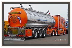 Chrom und Farbe, Scania Tanksattelzug, Singer, 16. Internationales Trucker & Country Festival, Interlaken, Juni 2009 (Polo Scher) Tags: schweiz switzerland suisse interlaken scania lastwagen showtruck cabover truckshow kabine roadtransport sattelzug juni2009 swedenpower scaniaxxl scanialongline 16internationalestruckercountryfestival seimitruck swedentruck