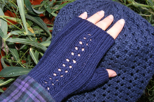 Lacy mitts for L