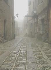 Erice (TP) - carabinieri (molovate) Tags: erice trapani tafme sicilia nebbia carabinieri biancoenero bn bw balestrate analogica basole yourcountry volate