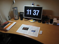 [Setup] Overall - January 09 (nathanrwong) Tags: home apple work nokia ipod desk space touch samsung motorola setup nano ihome