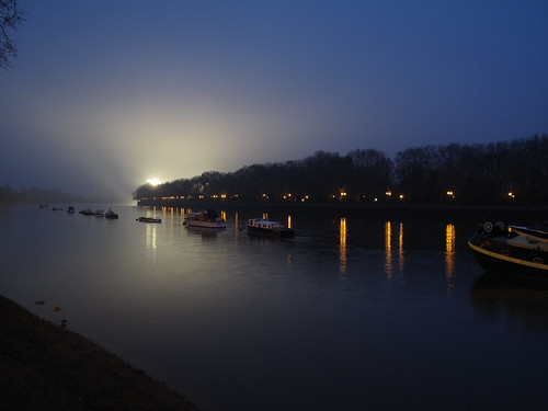 Light and boats on the Thames