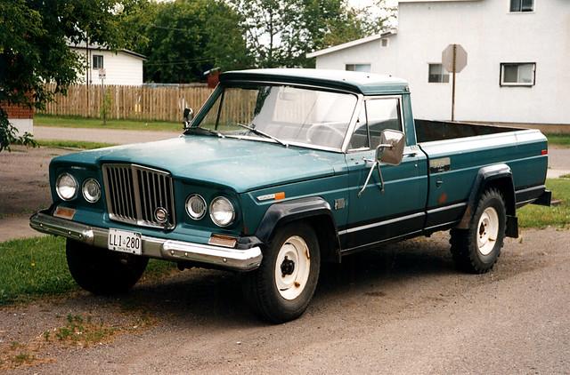 old classic truck jeep pickup oldtimer collectible matchbox gladiator j10 daktari