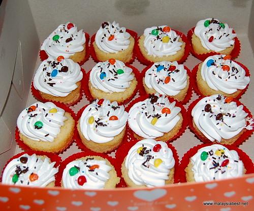 mini m&m cupcakes