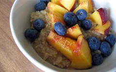 Oats with Peaches and Blueberry