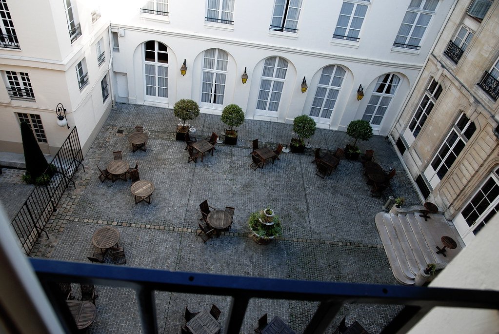 Hotel Courtyard - Paris