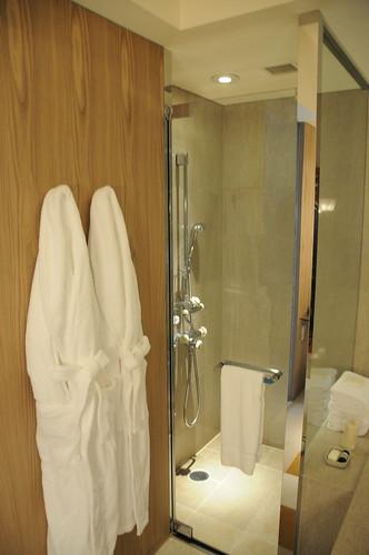 淋浴間與浴袍
