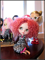 Ginger (whitefridaynight) Tags: party doll blythe traveling custom cocktails perrin blythedoll bl ebl rbl sammydoe travelingblythe jenniferabe