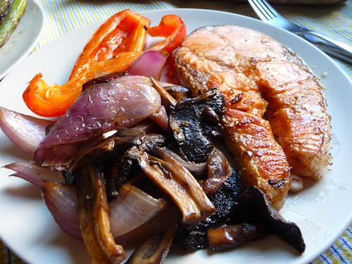 salmón con verduras a la plancha
