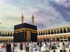 Umrah (alsay) Tags: people black art geotagged nokia minaret islam cellphone mosque cube saudi arabia mecca umrah islamic makkah phoneshot hajj kaaba tawaf n82 maqam geo:lat=21422475 geo:lon=39826604