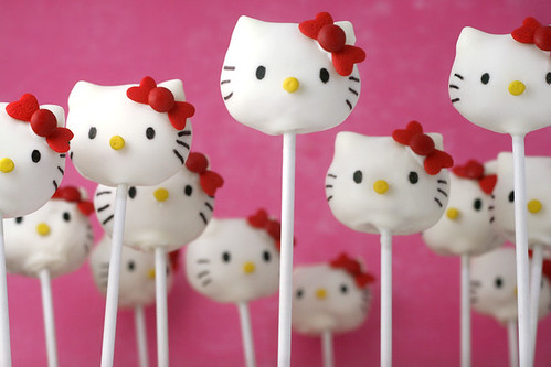 hello kitty cake pops!!!