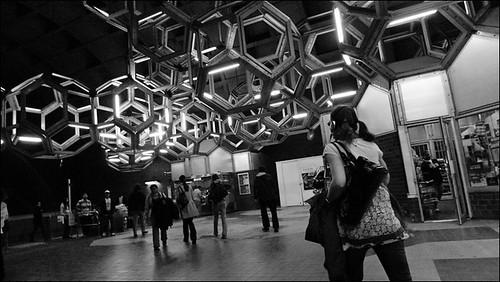 Metro Namur: headphones and ponytails