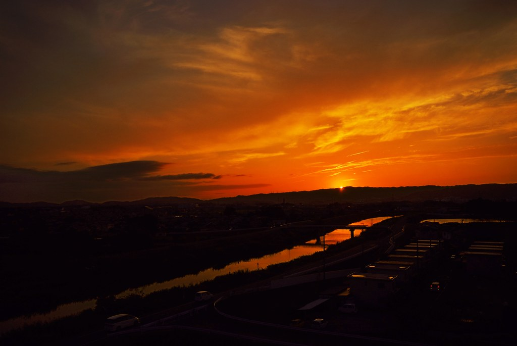 The setting sun of the Yamato River