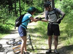 Tasiemka przychodzi z odsiecz (Bart0lini) Tags: bike rower czechy teplicenadmetuji