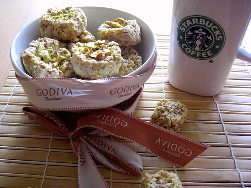 Almond base cookies