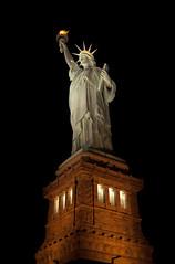 [フリー画像] [人工風景] [彫刻/彫像] [自由の女神] [夜景] [アメリカ風景] [ニューヨーク]     [フリー素材]
