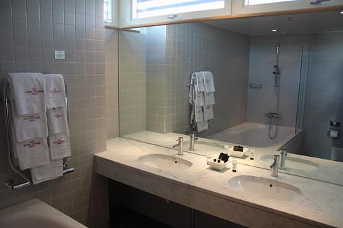 Det stora badrummet med det stora badkaret