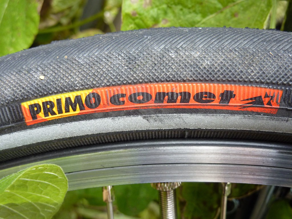 Dry and wet road tire: Primo comet (100 psi)