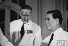 9-1963 US Amb. to Vietnam Henry Cabot Lodge standing with Pres. of South Vietnam Ngo Dinh Diem. par VIETNAM History in Pictures (1962-1963)
