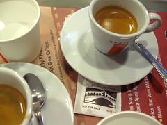 caff (carciofocontento) Tags: coffee sugar espresso venezia caff ahmedabad lavazza gioia zucchero insolito bustina scoperta