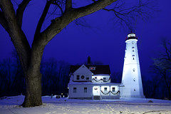 North Point Lighthouse Sunrise (RJIPhotography) Tags: winter snow landscape milwaukee 2009 northpoint canon5dmarkii