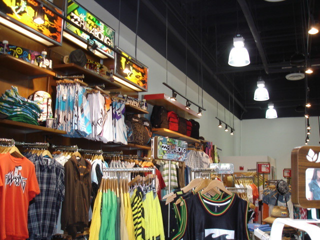 Billabong and Quiksilver displays by Fritzs Skate amp Surf (123skatecom)